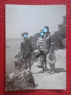 ANTIGUA FOTOGRAFÍA FOTO OLD PHOTO PLAYA PLAGE ? BAÑISTAS PERSONAS CON SOMBRERO FRANCE ? SPAIN ? VER FOTO/S Y DESCRIPCIÓN - Personas Anónimos