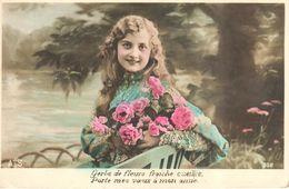 Thèmes - Fantaisies - Enfant - Portrait - Fillette - Gerbe De Fleurs - Portraits