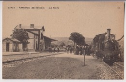 GOURIN (56) : LA GARE - UN TRAIN ET DES VOYAGEURS - 2 SCANS - - Gourin