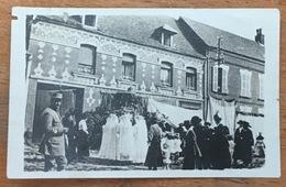 Petite Photo De Montreuil. Vraisemblablement Montreuil-aux-Lions. Cérémonie. Guerre 14-18. - Places