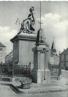 PHILIPPEVILLE Statue De Louise-Marie, Ière Reine Des Belges  CPSM TBE - Philippeville
