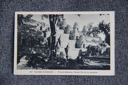 Ruines D'ANGKOR - Phnom Bakheng, Façade Est De La Pyramide. - Cambodja