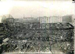 PHOTO 12X17 CM.A SITUER.EXPLOSION DANS UN ATELIER DE CONSTRUCTION DE LOCOMOBILES & MACHINES A VAPEUR. - Lieux