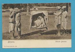 CPA Inde India Britannique Anglaise Non Circulé Porteuses Dhoolie BENARES - Inde
