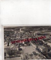 30 - VERGEZE - PLACE DE LA REPUBLIQUE ET LE VILLAGE - VUE AERIENNE  - GARD - Autres Communes