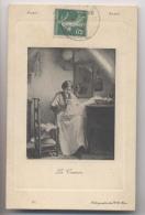 LA COUTURE - Femme Cousant Dans Un Intérieur - 1914 - Au Bon Marché Paris - Femmes