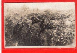 AK Photokarte Schlachtfeld 1. WK - Gefallene An Unterstand - Guerra 1914-18