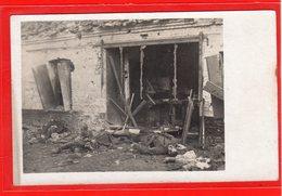 AK Photokarte Schlachtfeld 1. WK Gefallene - Kaufladen Bei La Bassée 1918 - Guerra 1914-18
