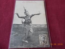 CPA - Cambodge - Phnom-Penh - Danseuse Royale Représentant Un Oiseau - Cambodja