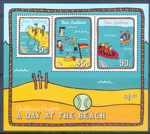 K102- New Zealand 2004 Children's Health - A Day At The Beach. Boat. Fish. - New Zealand