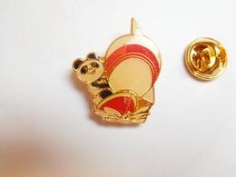Beau Pin's , Mascotte Panda , Japan Games , Voile - Zeilen