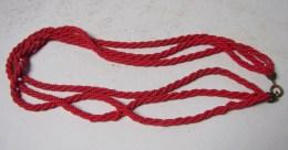 MW. 196. Collier De Trois Rnngées De Petites Perles Rouges - Collares/Cadenas