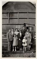 Photo Originale D'une Famille Posant Un Tonneau Géant De 1700000 Litres Vers 1930/40 - Dürtheimer Fab - Objects