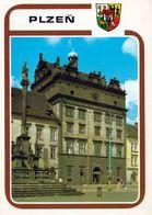 1 AK Tschechien * Die Stadt Plzeň (Pilsen) Mit Dem Rathaus Erbaut 1554 – 1559  Und Die 1691 Errichtete Pestsäule * - Czech Republic
