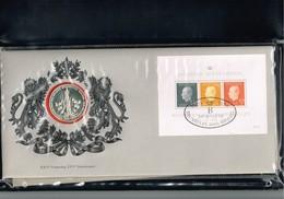 BELGIQUE : Enveloppe Timbre-médaille Des 25 Ans De Règne De Baudouin 1er. 1976. Dans Présentoir D'origine. - Belgien