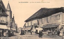 42-LA PACAUDIERE- LA PLACE DU MARCHE ET ROUTE DE CROZET - La Pacaudiere