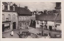 Br - Cpsm Petit Format Châteauneuf Du Faou (Finistère) - Place De La Pompe - Châteauneuf-du-Faou