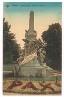 CPA Colorisée : NAMUR Le Monument Aux Morts - Devant Pont De L'évêché - Parterre Fleuri PAX - Namur