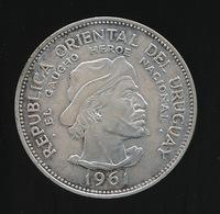 URUGUAY 10 PESOS 1961 (GAUCHO HEROE NATIONAL) ARGENTO- SILVER  2 SCANS - Uruguay