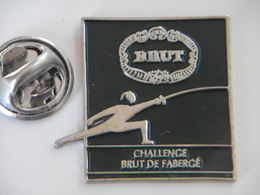 Pin's - Parfum BRUT De FABERGÉ - Sport Escrime Challenge Brut De Fabergé - Perfume
