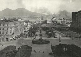 Napoli (Campania) Piazza Del Municipio Nel 1950, Stazione Marittima Sul Fondo - Napoli (Naples)