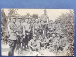 Militaria , Carte Photo , Groupe De Soldats Au Repos , No 13 Sur Les Képis...imp. Bourg Les Valence - Regiments
