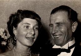 Photo Originale Odontologie - Portrait De Couple, Pin-Up & Homme En Smoking Mais Aux Dents De Lapin ! - Pin-ups