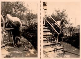 2 Photos Originales Aspirateur Et Bricoleur En Tablier Réunis Au Jardin En 1951 - Débouchage Et Entretien Des Tuyaux - Objects