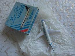 Miniature Set-Box Schabak Modell 1/600 Airbus A300 + A310 Germany 7x7cm. - Avions & Hélicoptères