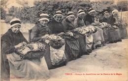 43-TENCE- GROUPE DE DENTELLIERES SUR LE CHEMIN DE LA MEYRE - France