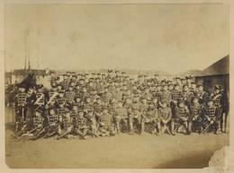 Guerre De 1870-71 . Sedan . Soldats Allemands . Bavarois Formant Le Cercle . Voir état . - Guerra, Militares