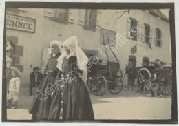 """Bretagne . Finistère . Plounéour-Trez . """"En Route Pour La Procession"""" . Bretonnes Avec Coiffe . 1900 . - Fotos"""