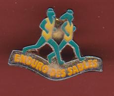 53433- Pin's-.Enduro Pédestre Des Sables, Agon Coutainville .Athletisme.course.. - Athletics