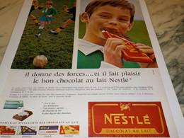 ANCIENNE PUBLICITE TABLETTE DE CHOCOLAT DONNE DES FORCE  NESTLE 1965 - Posters
