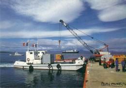 TAAF -  LA CALE DU PORT AUX FRANCAIS  KERGUELEN - PHOTO FATRAS - TAAF : Terres Australes Antarctiques Françaises