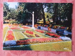 Dep 73 , Cpm  AIX Les BAINS , Massifs De Fleurs Dans Le Parc De Verdure , 3.09.72.0557 (07.22.089) - Aix Les Bains