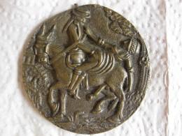 Médaille Erotique En Fonte, Un Homme, Une Femme Sur âne - France
