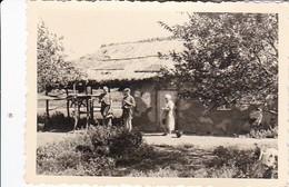 Foto Frau Mit Kindern Auf Dem Land In Osteuropa - Ca. 1940 - 9*6cm (36110) - Luoghi