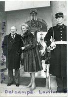 - Photo De Presse - Original, Marcel CARNE, Michèle MORGAN, Quittant L'Elysée Après Un Déjeuner, 20-02-1975, Scans. - Célébrités
