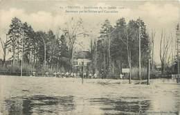 """CPA FRANCE 10 """" Troyes, Inondations De 1910, Sauvetage Par Les Soldats Aux Charmilles"""". - Troyes"""