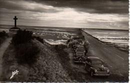 85 Ile De NOIRMOUTIER Le Passage Du Gois Découvert( Voitures Traction ,203 Etc) - Noirmoutier