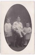 Ancienne Carte Photo Portrait De Trois Enfants Et Un Bébé - Anonyme Personen