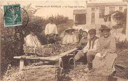 17-ENVIRONS DE LA ROCHELLE- LE TRIAGE DES HUITRES - France