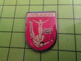 313K Pin's Pins / Beau Et Rare : Thème SPORTS / GYMNASTIQUE CLUB L'HERBLAISIENNE - Gymnastics