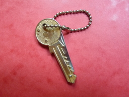 Porte-clefs : Clé + Couteau - Specialkey  Luckyson  SI3II - Porte-clefs