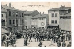 1069, Loire Chazelles Sur Lyon, Bazin, Place De La Mairie Un Jour D'Elections - Sonstige Gemeinden