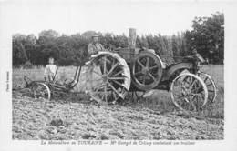 LA MOTOCULTURE EN TOURAINE, MR GEORGET DE CRISSAY CONDUISANT SON TRACTEUR - Tracteurs