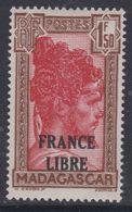 """Madagascar N° 249  X  Timbre Surchargé """"France Libre"""" : 1 F. 50 Brun Et Carmin, Trace De Charnière Sinon TB - Madagascar (1889-1960)"""