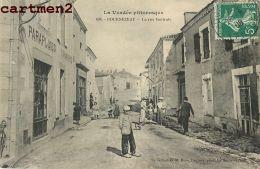 BOURNEZEAU LA RUE CENTRALE ANIMEE DEVANTURE PARAPLUIES VANNERIE 85 VENDEE - France