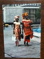 L10/37 Nigeria. Lagos. Jolies Jeunes Filles à Lagos - Nigeria